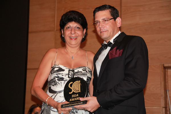 receiving-the-award-from-Ceo-of-SCCI